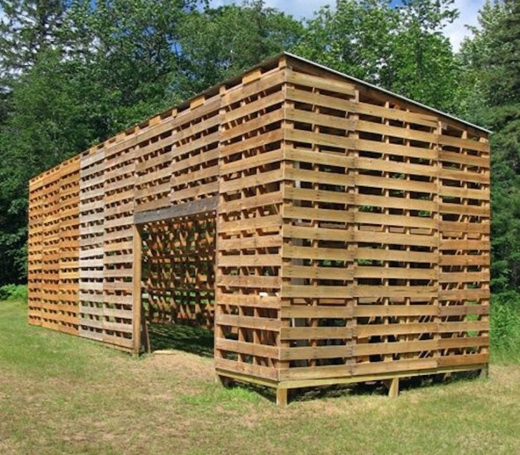 This Shelter Made With Pallets Would Be Useful For A Horse Stable