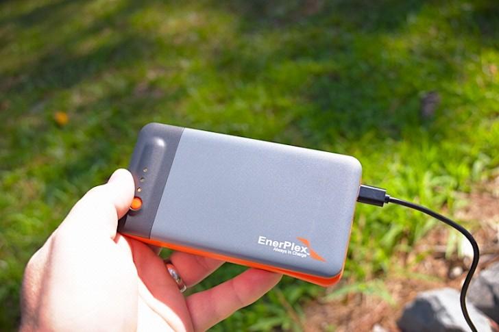 enerplex-kickr-iv-solar-charger-07