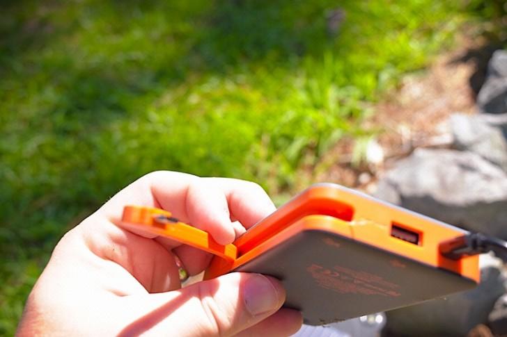 enerplex-kickr-iv-solar-charger-09
