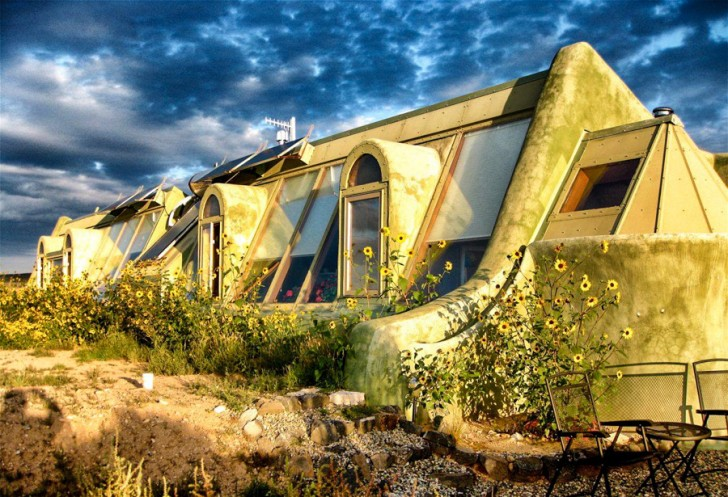 Michael reynolds earthships for Self sustaining home plans